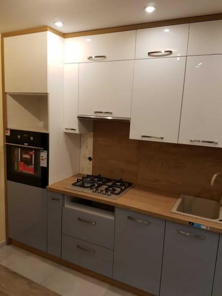 wiszące szafki w kuchni